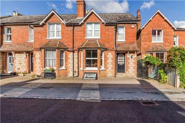 3 Bedrooms Terraced House for sale in Grovehill Road, REDHILL, RH1 6DB