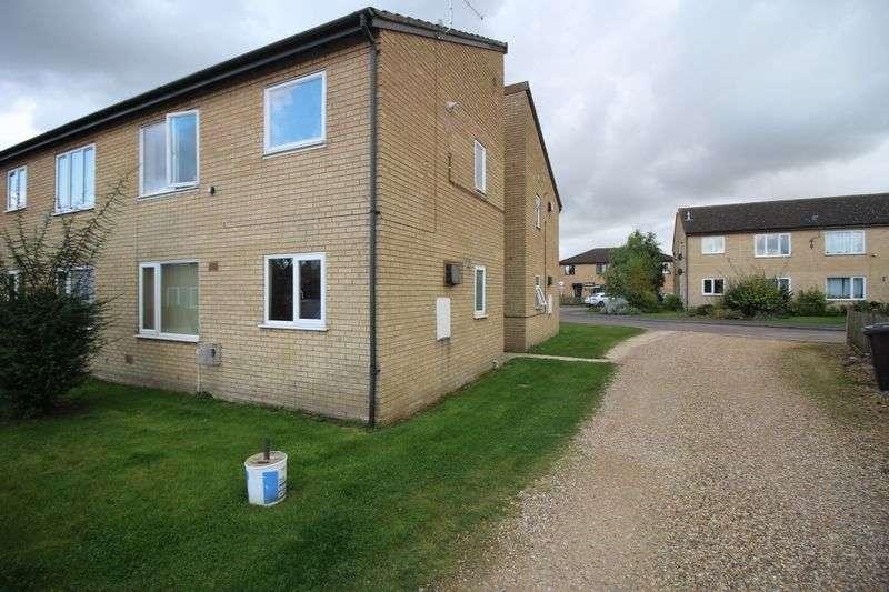 Flat for sale in Windsor Gardens, Somersham, Huntingdon, Cambridgeshire
