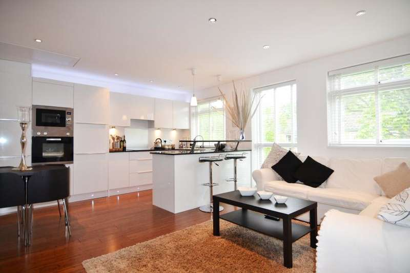 1 Bedroom Flat for sale in Harrowdene Gardens, Teddington, TW11