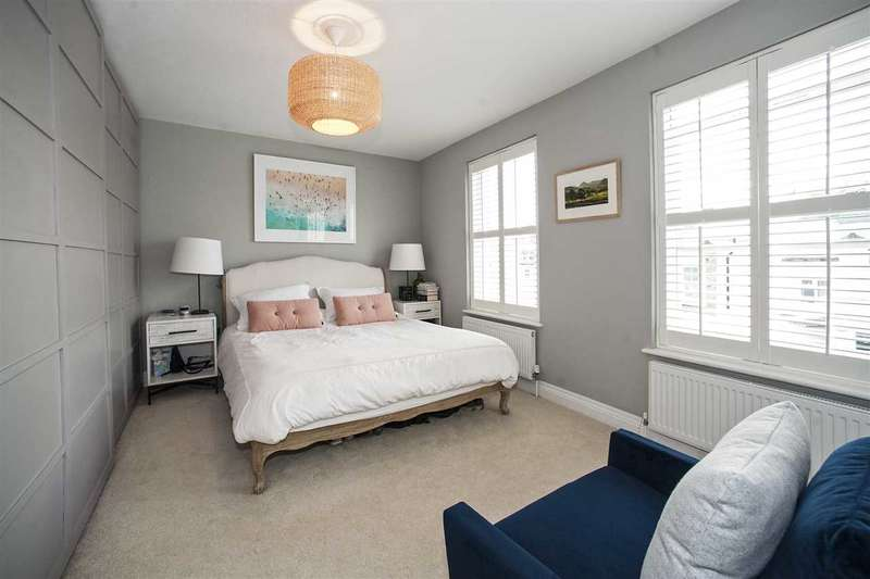 3 Bedrooms Maisonette Flat for sale in Wendell Road, Shepherd's Bush