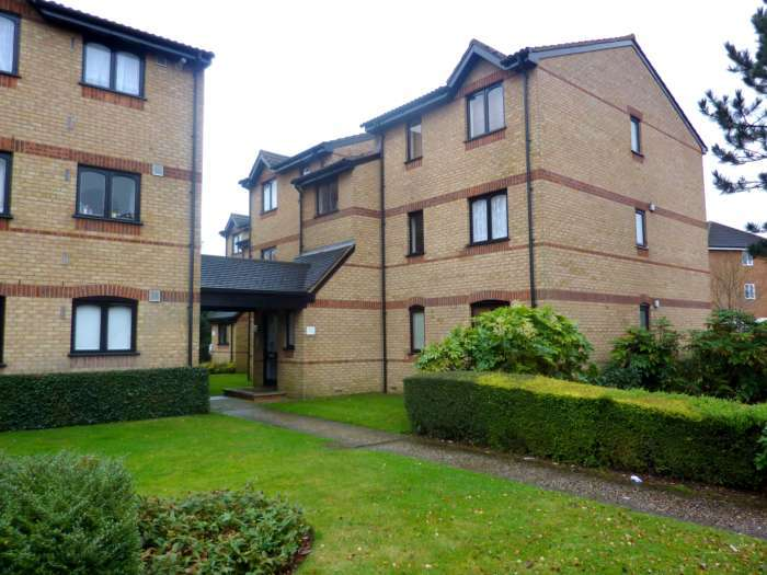 2 Bedrooms Flat for sale in Courtlands Close, North Watford