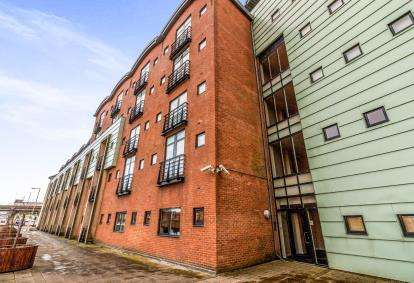 2 Bedrooms Flat for sale in Curzon Place, Gateshead, Tyne and Wear, United Kingdom, NE8