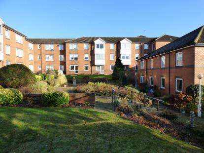 1 Bedroom Flat for sale in Fentiman Way, Hornchurch, Essex