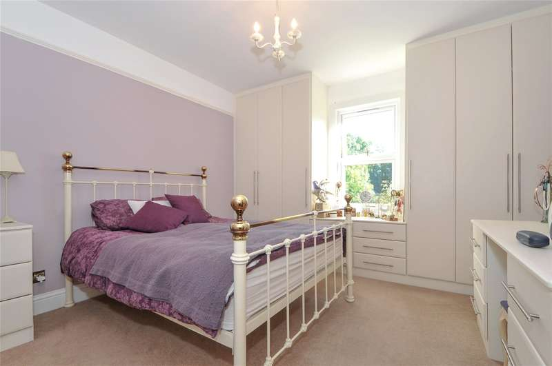 2 Bedrooms Maisonette Flat for sale in Murray Road, Northwood, Middlesex, HA6