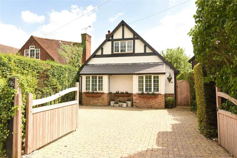 4 Bedrooms Bungalow for sale in Northwood Road, Harefield Village, Middlesex, UB9