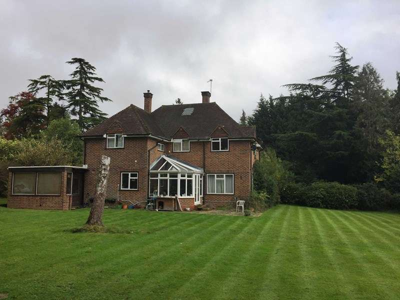 4 Bedrooms Detached House for sale in The Chase, Oxshott