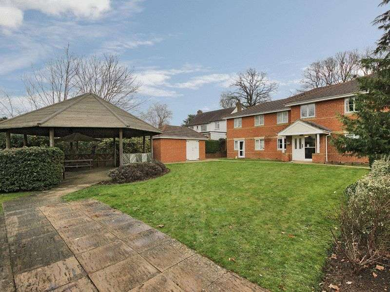 2 Bedrooms Flat for sale in Tinsley Lane, Three Bridges, Crawley, West Sussex
