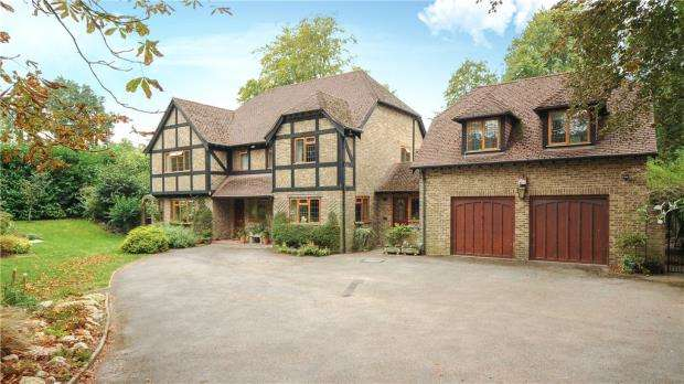 5 Bedrooms Detached House for sale in Burleigh Road, Ascot, Berkshire