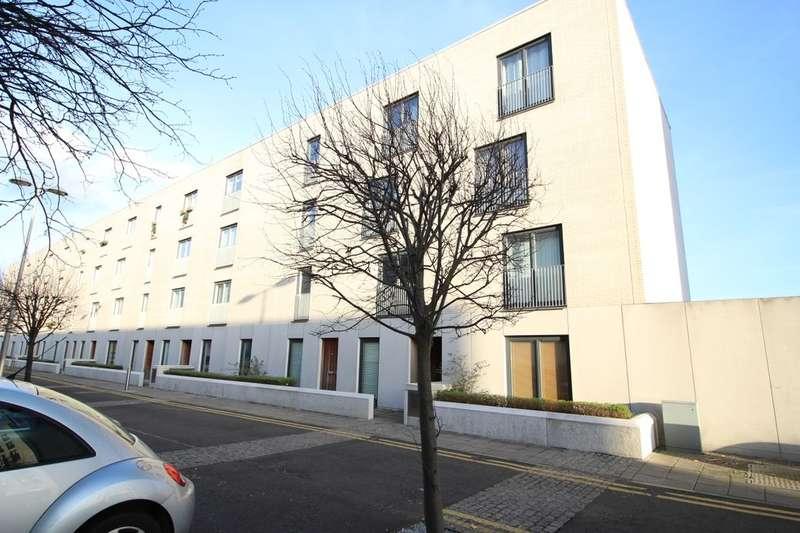 2 Bedrooms Flat for sale in Saltire Street, Edinburgh, EH5