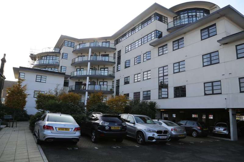 2 Bedrooms Apartment Flat for sale in High Road, Chadwell Heath