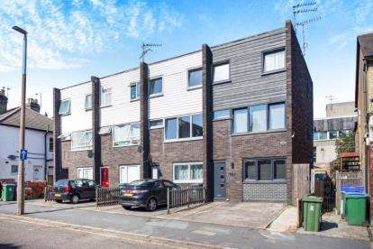 4 Bedrooms End Of Terrace House for sale in Woodford Road, Watford, Hertfordshire