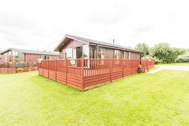 2 Bedrooms Lodge Character Property for sale in Dereham Road, Yaxham