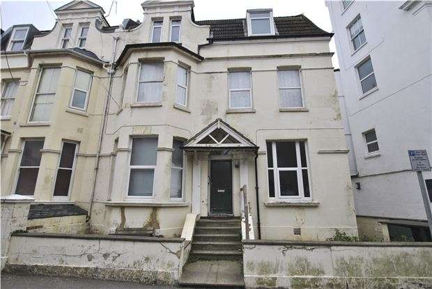 2 Bedrooms Property for sale in Wilton Road, BEXHILL-ON-SEA, East Sussex, TN40 1HX