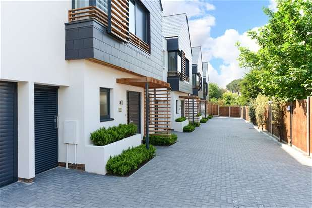 3 Bedrooms House for sale in Etherstone Road, Streatham