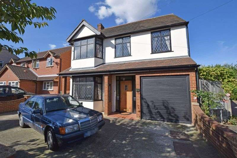 5 Bedrooms Detached House for sale in Cross Road, Mawneys, Romford
