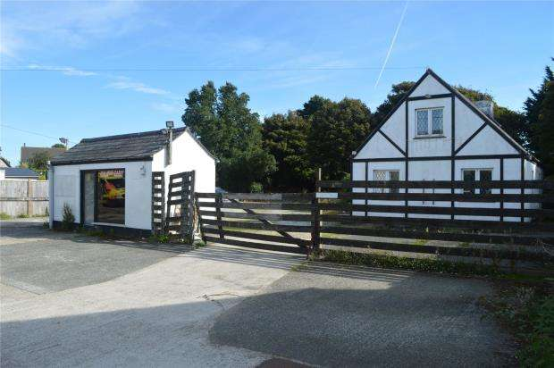 3 Bedrooms Detached Bungalow for sale in Crowlas, Penzance, Cornwall