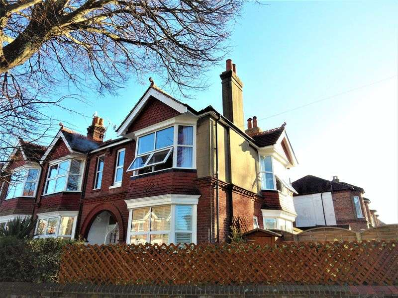 3 Bedrooms Flat for sale in Tower Road, Worthing
