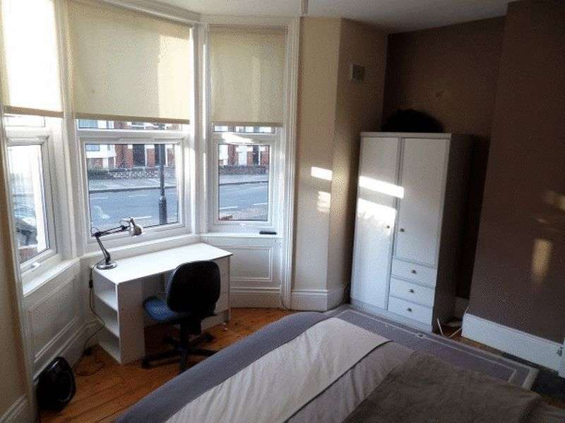 3 Bedrooms Flat for rent in Shortridge Terrace, Newcastle Upon Tyne