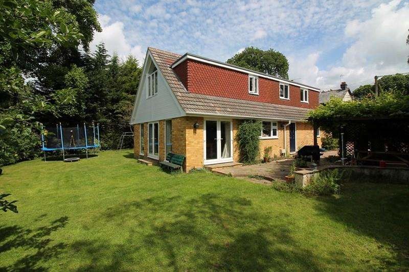 4 Bedrooms Detached House for sale in Coombe Road, Hill Brow, Liss