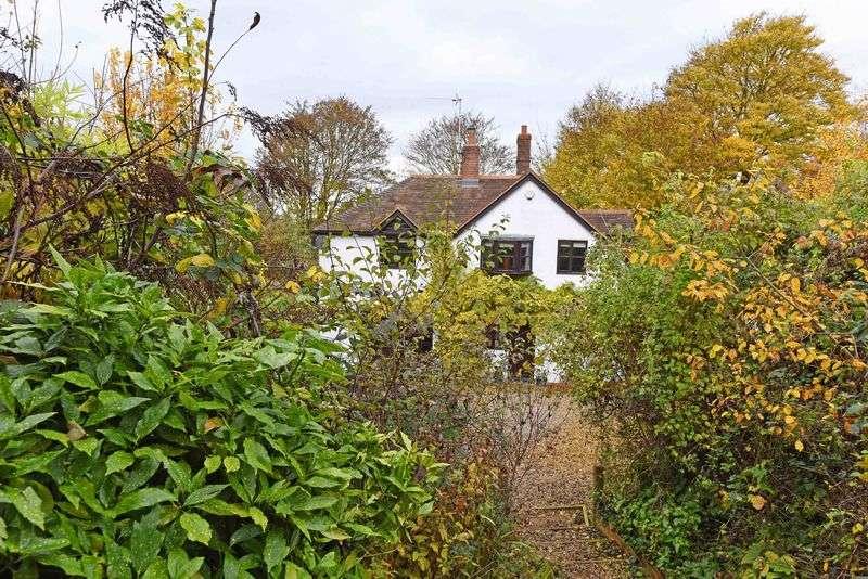 3 Bedrooms Semi Detached House for sale in Aldermaston Road, Sherborne St. John