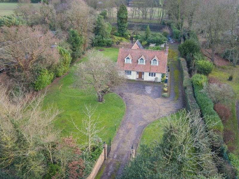 4 Bedrooms Detached House for sale in Datchworth, Hertfordshire