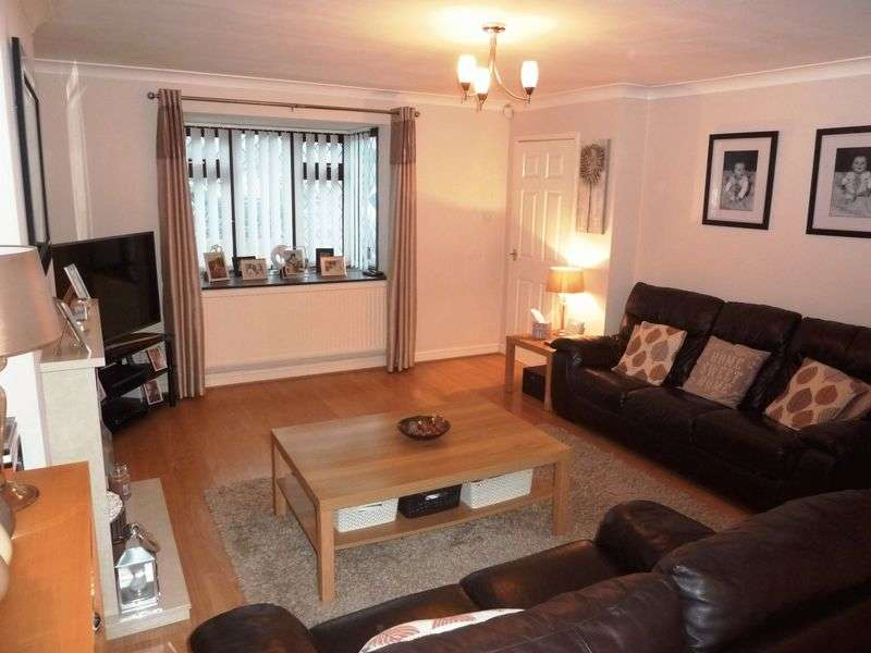 3 Bedrooms Semi Detached House for sale in Woodham Park, Barry