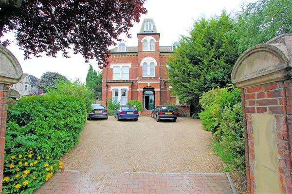 2 Bedrooms Apartment Flat for sale in Thurston House, Birdhurst Rise, South Croydon
