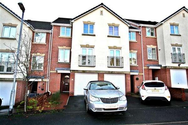 4 Bedrooms Terraced House for sale in Oakhurst Gardens, Prestwich