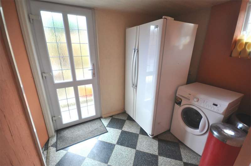 3 Bedrooms Semi Detached House for sale in 95 Highgate Lane, Lepton, Huddersfield, West Yorkshire
