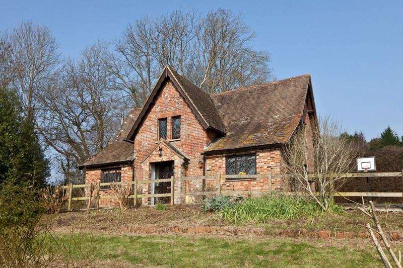 4 Bedrooms Country House Character Property for sale in Lytchett Matravers, Poole BH16