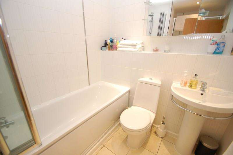 3 Bedrooms Duplex Flat for sale in St. Georges Walk, Gosport