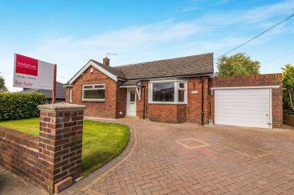 4 Bedrooms Bungalow for sale in Mill Hill Lane, Hapton, Burnley, Lancashire