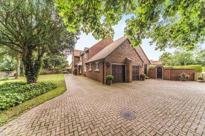 5 Bedrooms Detached House for sale in Butts Lane, Egglescliffe, Stockton-On-Tees, .
