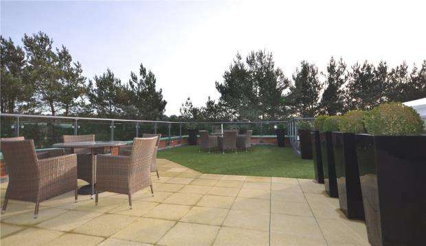1 Bedroom Retirement Property for sale in Stokes Lodge, 3 Park Lane, Camberley
