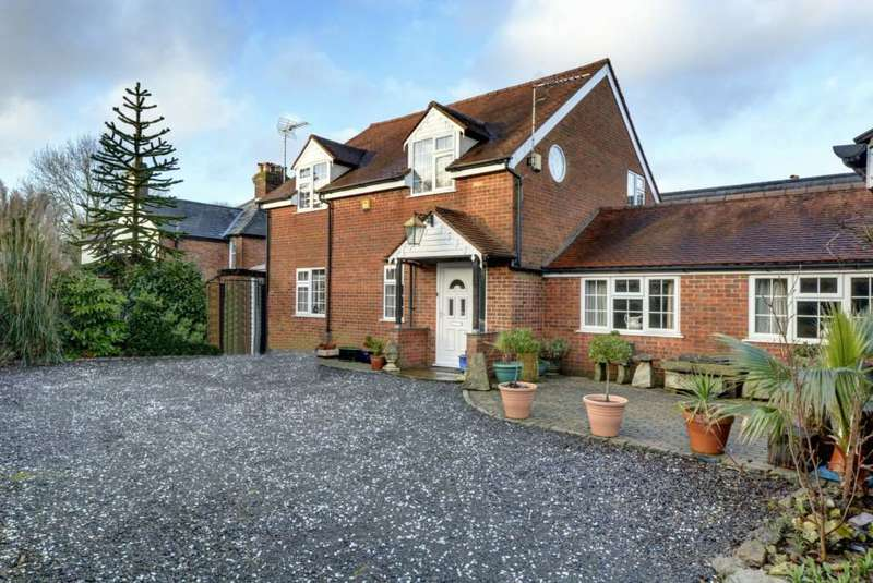 4 Bedrooms Detached House for sale in Finings Road, Lane End