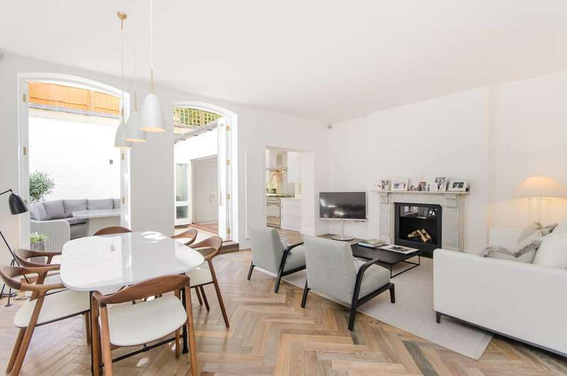 3 Bedrooms Maisonette Flat for sale in Courtfield Gardens, South Kensington, SW5
