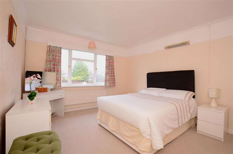 2 Bedrooms Flat for sale in Findon Road, Worthing, West Sussex