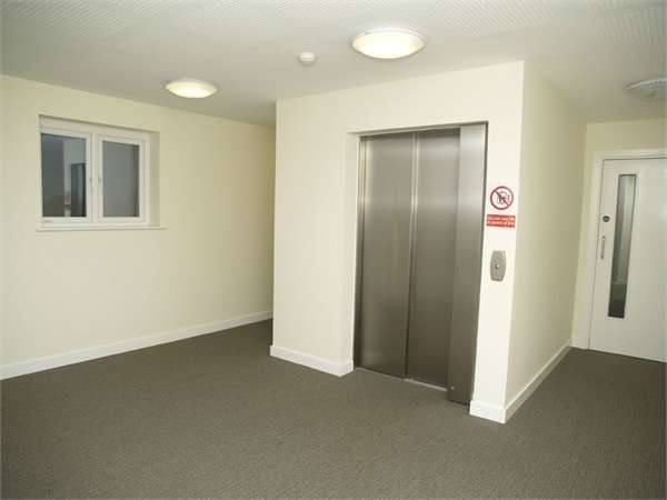 1 Bedroom Flat for sale in Longland Place, Epsom