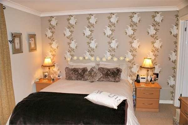 4 Bedrooms Detached House for sale in Clos Cefn Bryn, Llwynhendy, Llanelli, Carmarthenshire