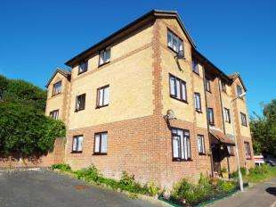 1 Bedroom Flat for sale in Chaffinch Lodge, Mayfield Avenue, Dover, Kent