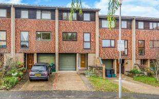4 Bedrooms Terraced House for sale in Deans Close, Croydon