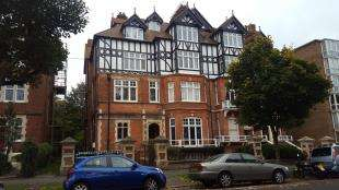 2 Bedrooms Flat for sale in Earls Avenue, Folkestone, Kent, England