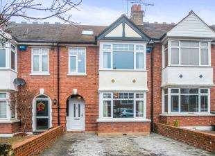 4 Bedrooms Terraced House for sale in Hillingdon Road, Gravesend, Kent