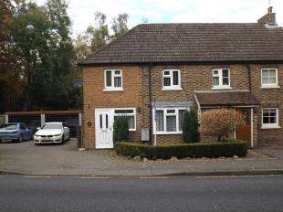 3 Bedrooms Semi Detached House for sale in Halls Cottages, Snow Hill, Crawley Down, West Sussex