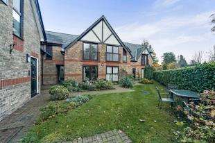 2 Bedrooms Retirement Property for sale in Redvers Court, Redvers Road, Warlingham, Surrey