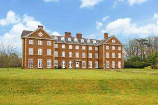 3 Bedrooms Flat for sale in Warnham Manor, Ends Place, Horsham, West Sussex