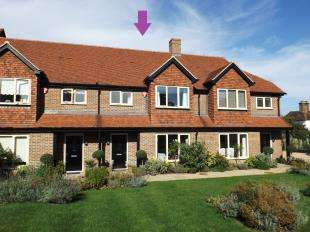 2 Bedrooms Terraced House for sale in Orchard Gardens, Storrington, Pulborough, West Sussex