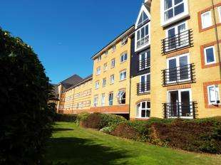2 Bedrooms Flat for sale in Scotney Gardens, St. Peters Street, Maidstone, Kent