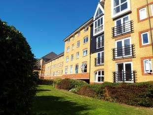 2 Bedrooms Flat for sale in Scotney Gardens, St. Peters Street, Maidstone, Kent