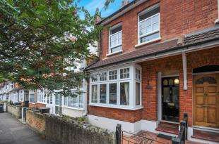 3 Bedrooms Terraced House for sale in Foxley Gardens, Purley